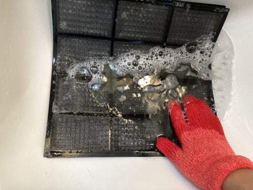 洗剤でフィルターを掃除