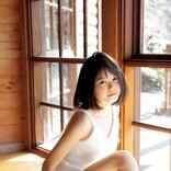 BEYOOOOONDS・山崎夢羽、初写真集で水着姿を披露 「こんな表情も出来るんです」