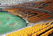 無観客試合で東京ドームのスタンドに掲出された「橙魂2020 レプリカユニホーム」がプレゼントされる