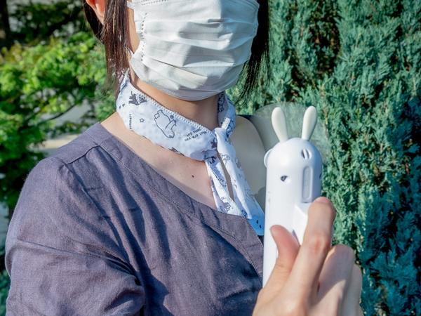 夏マスクの暑さ対策 100均 ハンディ扇風機と冷感グッズ