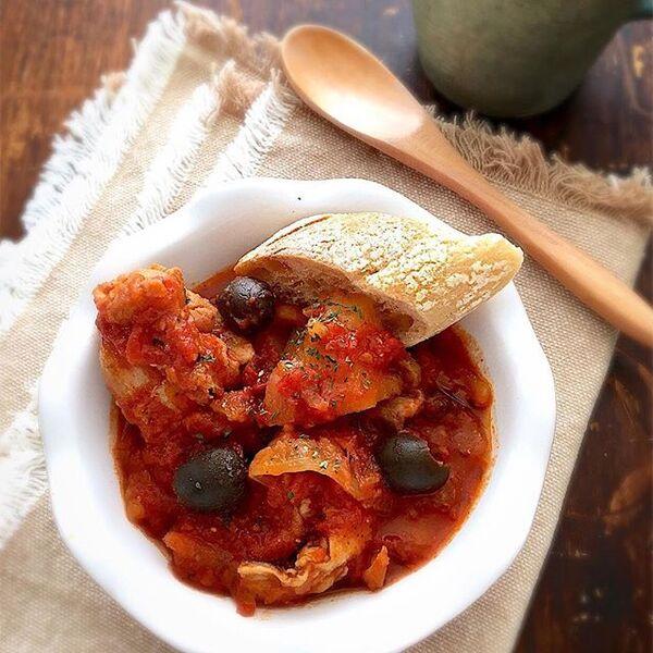 人気の調理法!簡単チキンのトマト煮込み