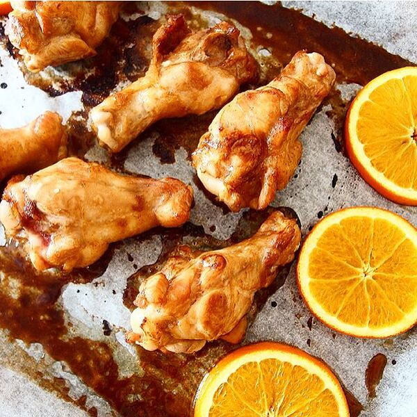 人気の簡単レシピ!手羽元とオレンジのBBQ焼き