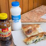 【世界ひとり飯18】ブルガリアならではの朝ごはんを、名もなきパティスリーで