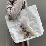 キレイ目にも甘めにも。本物の花を使った一点物トートバッグ
