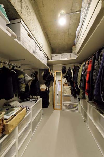 衣類を1か所にまとめて収納できる大型のウォークインクロゼット