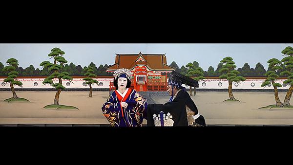 「図夢歌舞伎『忠臣蔵』第一回」右から、高師直=松本幸四郎、顔世御前=中村壱太郎((C)松竹)