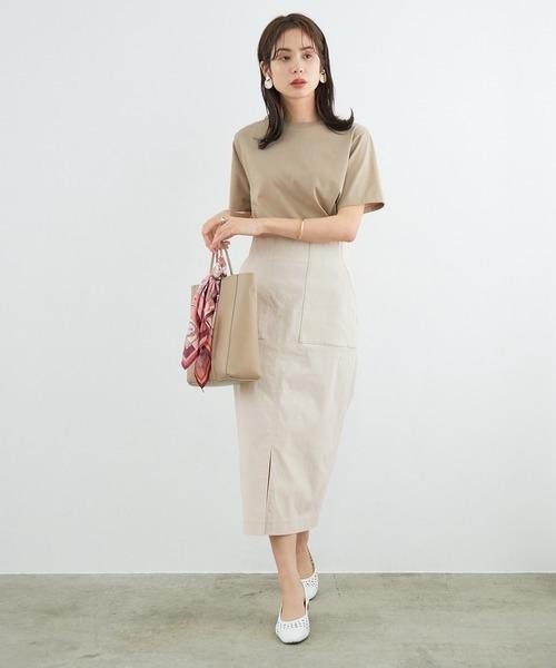 Tシャツ×ベイカー風タイトスカート