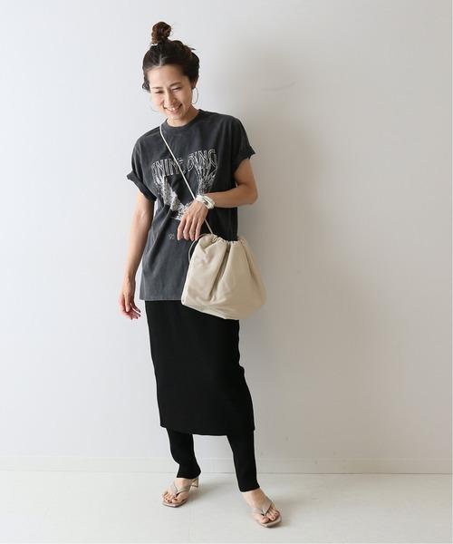 プリントTシャツ×タイトスカート×レギンス