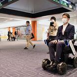 自動運転で搭乗口へ JAL、羽田空港で世界初の移動サービス