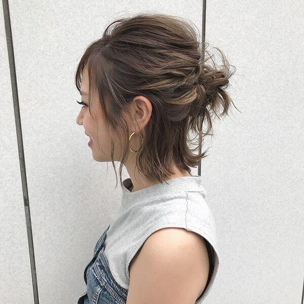 おくれ毛たっぷりのアップスタイル4