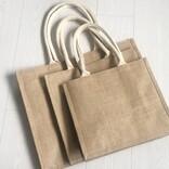 無印良品の「ジュートマイバッグ」を使い続けて早1年。実感した魅力とより快適に使うコツ丨マイ定番スタイル