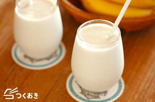 ヘルシーなスイーツ!ミルクのバナナスームジー