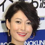 田丸麻紀、ノースリーブでスキンケア 美肌に「うっとり」「ほとんどスッピン!?」