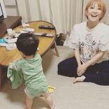 """矢口真里、もうすぐ11か月の息子の""""初歩き動画""""公開し「素敵な瞬間」「めっちゃ優しいママの顔」の声"""