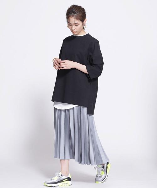 プリーツスカート×黒Tシャツコーデ