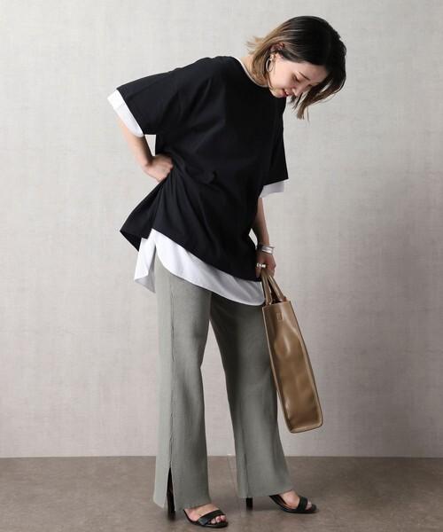 ニットパンツ×黒Tシャツコーデ