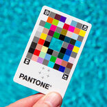 スマホの写真の色がヘン!がなくなるカード。色見本でおなじみのパントンが考えました