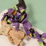 「吹いた」「めっちゃリアル」 子供を寝かしつける母親の動きを人形で表現すると…?