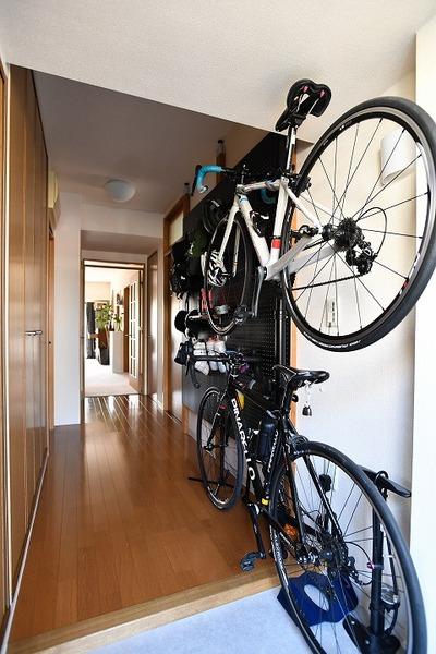 バイクタワーに自転車を収納