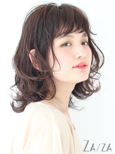 エアリーな面長×黒髪の髪型