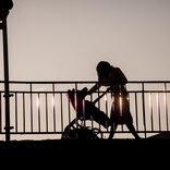 中国カップルが喧嘩の末に橋から赤ちゃんを投げ捨て 衝動的な行為に騒然