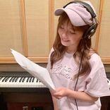 """「めっちゃ可愛い」AAA宇野実彩子、レコーディング中の""""微笑みSHOT""""に「ピンク似合う~」"""
