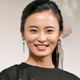 """小島瑠璃子、お気に入りの""""変形キャミソール""""姿を披露"""