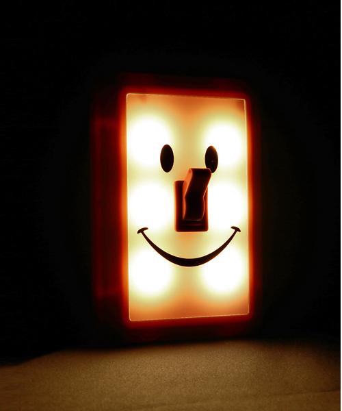 スマイルで照らすスイッチ型ライト