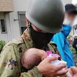 自衛隊員が助けた命 『救助中の1枚』に「これが本当の英雄」「泣いた」