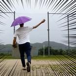 【スポーツも余裕】ハンズフリー傘「かさぼうし」が最高過ぎる! これぞ令和版「笠地蔵スタイル」だ!
