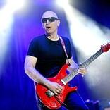『7月15日はなんの日?』ソロ・ギタリスト最高峰、ジョー・サトリアーニの誕生日
