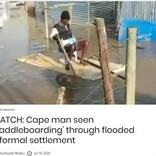 暴風雨直撃の南ア・ケープタウン 住民が自作ボートで道路を渡る様子に政府批判の声も