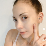 「お肌ツルツル」土屋アンナ、美肌際立つキャミソールSHOTに反響「羨ましい」