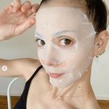 土屋アンナ、美鎖骨際立つシートマスク姿SHOT公開に反響「肌綺麗」