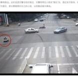 おもちゃの車を運転する幼い兄妹、交通量の激しい道路を逆走(中国)<動画あり>