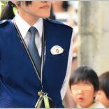 女性警察官の制服で夏服ベストは1着いくら?
