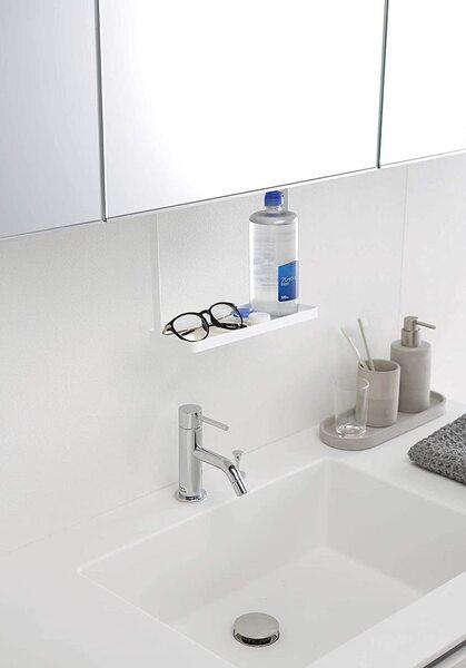 山崎実業「洗面戸棚下ラック タワー」にメガネとコンタクトの洗浄液を置く
