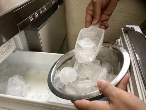 冷蔵庫の自動製氷機