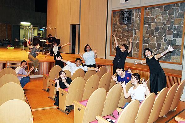 ソーシャルディスタンスを取りながら「皆さま、お待ちしてまーす!」   (C)H.isojima