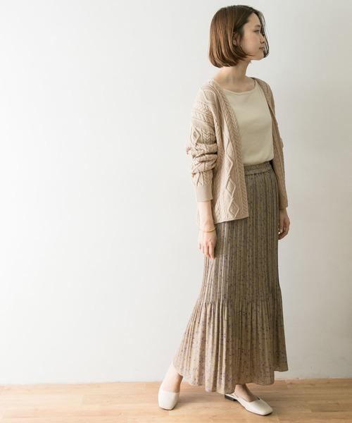 ケーブル編みカーディガン×プリーツスカート