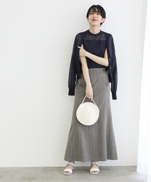 シアーカーデ×スカートの服装
