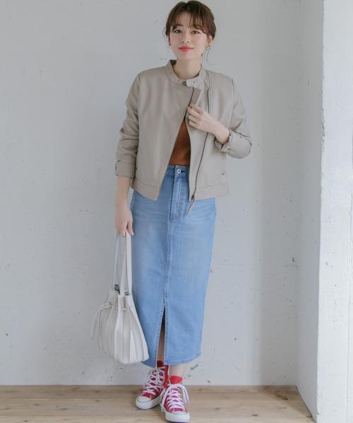 ライダースジャケット×スカートの服装
