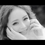 浜崎あゆみ、シングル「オヒアの木」のMVを公開 モノクロの世界の中で優しく繊細な笑みを見せる