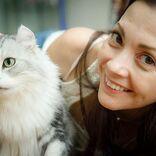 土屋アンナ、愛猫とのツーショット公開しファン悶絶「毛並みがふさふさ」「可愛い」