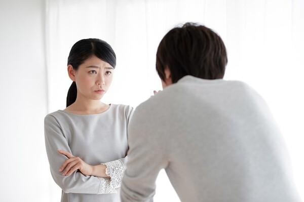世の夫たちに話を聞くと、多くが「妻の不機嫌が怖い」と顔をしかめる。つい妻の顔色をうかがってしまい、そんな自分を悲しく思うと言った夫も。夫たちは、妻の不機嫌の原因が自分にあるとはまったく思っていないようだ。