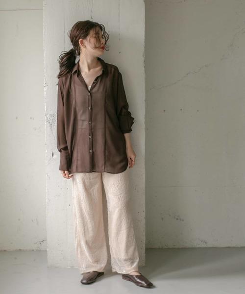 ペーパーシアーシャツ×ペイズリー柄パンツ