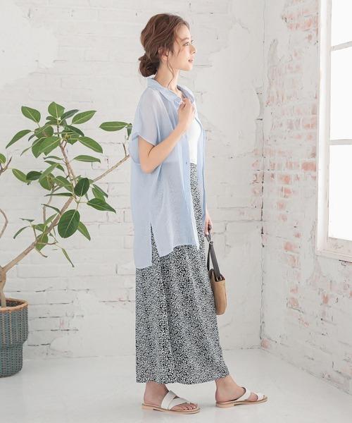 フレンチスリーブシアーシャツ×柄スカート