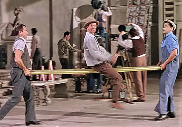 「雨に唄えば」(1952年)で、〈笑わせろ〉を歌い踊るドナルド・オコナー (DVDとブルーレイは、ワーナー・ホーム・ビデオよりリリース)