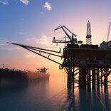 自衛隊のためにも原油安の今こそ大量に石油を買い付けるべき