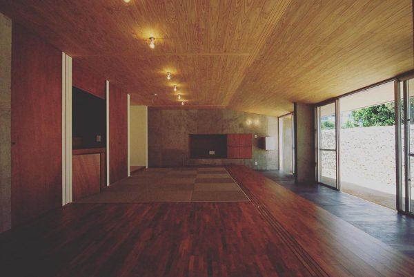 壁も天井もおしゃれな壁紙の内装